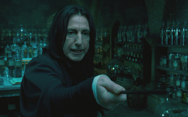 Interpretado por Alan Rickman nos cinemas, Snape divide emoções entre fãs de Harry Potter