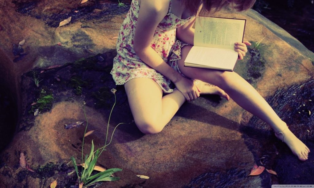 girl_reading_2-wallpaper-1366x768-1200x720